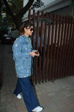 Ileana D_cruz spotted at clinic in bandra on 25th Feb 2019 (22)_5c763d99ef2a3.jpg