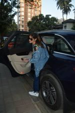 Ileana D_cruz spotted at clinic in bandra on 25th Feb 2019 (29)_5c763dae2cf15.jpg