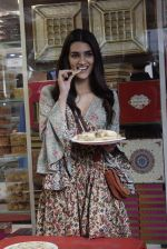Kriti Sanon at Tewari Sweets to celebrate the success of film Luka Chuppi on 4th March 2019 (30)_5c80d2f4f2ec2.jpg