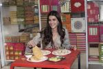 Kriti Sanon at Tewari Sweets to celebrate the success of film Luka Chuppi on 4th March 2019 (46)_5c80d315f0ac8.jpg