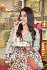 Kriti Sanon at Tewari Sweets to celebrate the success of film Luka Chuppi on 4th March 2019 (69)_5c80d33ce832e.jpg