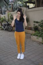 Shraddha kapoor meets her fans on her birthday at juhu on 4th March 2019 (14)_5c80d14a6769b.jpg
