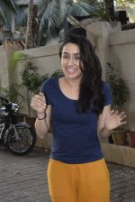 Shraddha kapoor meets her fans on her birthday at juhu on 4th March 2019 (15)_5c80d14c38b05.jpg