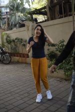 Shraddha kapoor meets her fans on her birthday at juhu on 4th March 2019 (2)_5c80d12d30be3.jpg