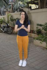 Shraddha kapoor meets her fans on her birthday at juhu on 4th March 2019 (20)_5c80d15436a78.jpg