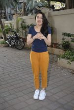 Shraddha kapoor meets her fans on her birthday at juhu on 4th March 2019 (21)_5c80d15611878.jpg