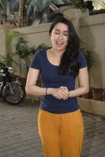 Shraddha kapoor meets her fans on her birthday at juhu on 4th March 2019 (25)_5c80d15f2e5e6.jpg
