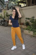 Shraddha kapoor meets her fans on her birthday at juhu on 4th March 2019 (29)_5c80d16788bf7.jpg