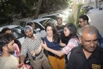 Shraddha kapoor meets her fans on her birthday at juhu on 4th March 2019 (38)_5c80d17918926.jpg
