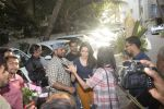 Shraddha kapoor meets her fans on her birthday at juhu on 4th March 2019 (40)_5c80d17d0d6e7.jpg