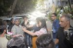 Shraddha kapoor meets her fans on her birthday at juhu on 4th March 2019 (42)_5c80d1813e98a.jpg