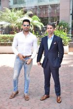 Upen Patel Spotted At Yauatcha Restaurant Along With Olympic Gold Medalist Abhinav Bindra on 10th March 2019 (34)_5c8612e510221.jpg