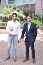 Upen Patel Spotted At Yauatcha Restaurant Along With Olympic Gold Medalist Abhinav Bindra on 10th March 2019 (36)_5c8612e7d0013.jpg