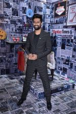 Vicky Kaushal at Times Fresh Face Grand Finale on 9th March 2019 (9)_5c8610a3cc665.jpg