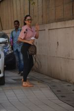 Kiara Advani spotted at dance class in bandra on 11th March 2019 (11)_5c877744e9ba4.JPG