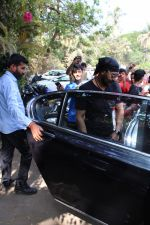 Ajay Devgan spotted at versova on 13th March 2019 (10)_5c8a08e12111b.jpg