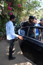 Ajay Devgan spotted at versova on 13th March 2019 (14)_5c8a08e97f587.jpg