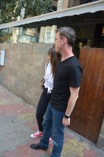 Ileana D_cruz & husband spotted at indigo bandra  on 13th March 2019 (6)_5c89fcc6b8289.JPG