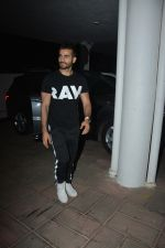 Karan Tacker at Manish Malhotra_s house on 13th March 2019 (35)_5c8a0a549b49a.JPG