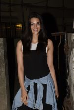 Kriti Sanon spotted at Kromkay salon in juhu on 18th Dec 2019 (12)_5c908ff15980d.JPG