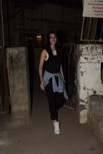 Kriti Sanon spotted at Kromkay salon in juhu on 18th Dec 2019 (5)_5c908fde14acc.JPG