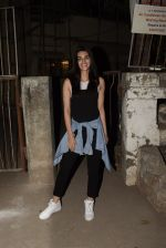 Kriti Sanon spotted at Kromkay salon in juhu on 18th Dec 2019 (7)_5c908fe31cb4f.JPG