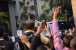 Amitabh Bachchan meets his fans outside his residence in juhu on 18th March 2019 (2)_5c908fe298cba.JPG