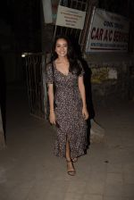 Asha Negi spotted at Kromakay salon in juhu on 17th March 2019 (6)_5c9090105a9d8.JPG