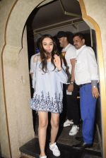 Rohit Dhawan & wife spotted at juhu on 17th March 2019 (8)_5c90906f78116.JPG