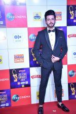 Dheeraj Dhoopar at Zee cine awards red carpet on 19th March 2019