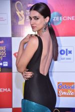 Kriti Sanon at Zee cine awards red carpet on 19th March 2019 (223)_5c91e99f0a9f4.jpg