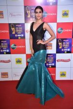 Kriti Sanon at Zee cine awards red carpet on 19th March 2019 (225)_5c91e9a209fb4.jpg