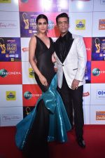 Kriti Sanon, Karan Johar at Zee cine awards red carpet on 19th March 2019 (218)_5c91e9a674ccd.jpg
