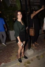 Sanya Malhotra spotted at kitchen garden juhu on 19th March 2019 (15)_5c91e586317a7.JPG