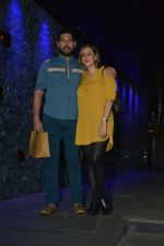 Yuvraj Singh with wife spotted at Hakkasan Bandra on 19th March 2019 (4)_5c91e40a34c98.JPG