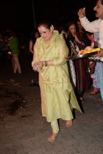 Poonam Sinha & others spotted doing Holi Pujan at juhu on 20th March 2019 (11)_5c9336a49e4a5.JPG