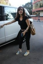 Sussane Khan spotted at Kromakay juhu on 20th March 2019 (6)_5c9336a8aa845.JPG