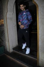 Ishaan Khattar spotted at bayroute juhu on 26th May 2019 (33)_5cebe4368e756.JPG