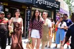 Ananya Panday & Shanaya Kapoor spotted at Bastian in bandra on 26th May 2019 (5)_5cebe32062b42.JPG