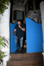 Sunny Deol spotted at a party in. Olive bandra on 26th May 2019 (13)_5cebe2c703b15.JPG