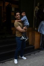 Tusshar Kapoor at the Birthday celebration of Tusshar Kapoor_s son Lakshya at bandra on 1st June 2019 (32)_5cf61506528d6.JPG