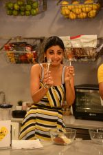 Shilpa Shetty celebrates the 100 episodes of Cook Along at Big Bazaar in worli on 6th June 2019 (1)_5cfa0998b4be5.JPG