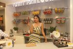 Shilpa Shetty celebrates the 100 episodes of Cook Along at Big Bazaar in worli on 6th June 2019 (13)_5cfa09bc2c834.JPG