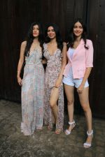 Ananya Pandey, Shanaya Kapoor, Khushi Kapoor at Sonam Kapoor_s birthday party in Anil Kapoor_s house in juhu on 8th June 2019 (33)_5d02365fca024.JPG