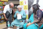 Javed Akhtar At The Launch Of Author Sonal Sonkavde 2nd Book _SO WHAT_ on 10th June 2019 (5)_5d02402d6dae1.jpg