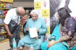Javed Akhtar At The Launch Of Author Sonal Sonkavde 2nd Book _SO WHAT_ on 10th June 2019 (6)_5d02403303726.jpg