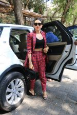 Karisma Kapoor at Sonam Kapoor_s birthday party in Anil Kapoor_s house in juhu on 8th June 2019 (25)_5d0236b7e18f1.JPG