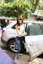 Kriti Sanon spotted at bandra on 12th June 2019 (5)_5d025a438f0a0.jpg