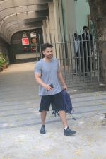 Kunal Khemu spotted at gym in bandra on 10th June 2019 (4)_5d023275cade4.JPG