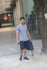 Kunal Khemu spotted at gym in bandra on 10th June 2019 (5)_5d023278de969.JPG